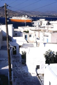 Naxos berthed in 1982 - Naxos - Gallery - Shipfriends Greece History, Paros Island, Ferry Boat, Greek Islands, Over The Years, Boats, Retro, Gallery, Outdoor