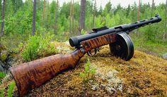"Finnish ""Suomi"" submachine-gun. http://riflescopescenter.com/category/leupold-riflescope-reviews/"
