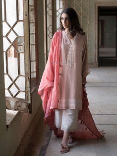 Misha Lakhani's 'Chashme Shahi' S/S Collection 2018 – Niftilicious Pakistani Fashion Party Wear, Pakistani Formal Dresses, Nikkah Dress, Pakistani Dress Design, Pakistani Outfits, Indian Dresses, Indian Outfits, Indian Fashion, Pakistani Clothing