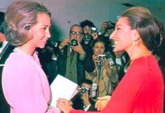 Madrid 23 November Sophie of Spain congratulating Maria Callas Maria Callas, Queen Sophia, 23 November, Music Icon, Madrid, Spain, Diva, Lady, Celebrities