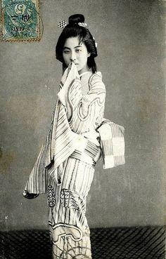 Vintage postcard, Japanese girl in traditional Kimono