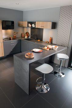 Coin bar dans la cuisine Caméléon ambiance Nature & Chic, changez de cuisine selon vos envies ! #cuisine #cuisineéquipée #socooc #caméléon #nature #chic #bois #gris #tendance #déco #bar
