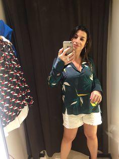 Amei essa camisa! Mas achei que ela está cara (R$240 na Zara, de poliéster) e eu já comprei uma verde lisa. Não sei se vale comprar essa também... Dúvida...
