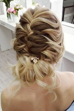 Beautiful and elegant bridal hairstyle ideas #weddinghair #updo #weddingupdo #eleganthair #weddinghairstyle #hairideas #uniquehairstyle #hairstyles
