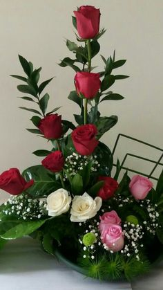 Virág dekoráció Valentine Flower Arrangements, Funeral Floral Arrangements, Church Flower Arrangements, Rose Arrangements, Beautiful Flower Arrangements, Beautiful Rose Flowers, Exotic Flowers, Wedding Table Centres, Happy Birthday Flower