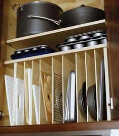 Divided shelves for baking trays and cutting boards