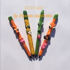 Der Schulanfang steht bald wieder vor der Türe ... mit ihm aber auch ein paar neue kreative Freunde 😁  Ich wünsche Euch einen wunderschönen und nicht zu heißen Sommertag!  Vielleicht im Schatten, mit etwas MiraJolie?? Lg Daniela 😊🤗   #kugelschreiber #mirajolie #gonis #creativ #carrots #cucumber #corn #karotten #mais #gurke #individualität #diy #danielaspietschka #kreativberaterin #werbung #spass #fun #lovemyjob #ballpen #schmuckkeramik #polymerclay