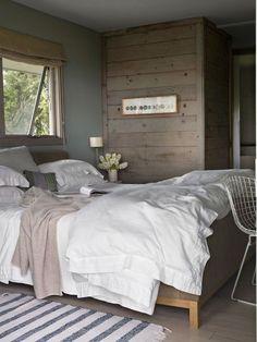 Chambre cocooning qui baigne dans une atmosphère chic et décontract' - Maison du bord de mer au style bohème chic - CôtéMaison.fr