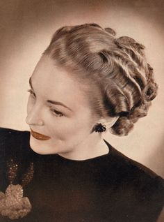 An almost memorizing wave filled 1940s hairdo.