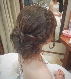 ウエディング後ろバージョン♡ ♡ ♡ イエローのドレスでご入場〜♡ 晴れた〜 ♡ ♡ ♡ #ゆるふわ#シニヨン#ティアラ#編み込み#ナチュラル #ウエディング#wedding #ヘアアレンジ#hairarrange #ヘアセット#hairset #ヘアメイク#hairmake#ブライダル#bridal #ヘアスタイル#hairStyle#ブライダルヘア#bridalhair #アップ #日本中のプレ花嫁さんと繋がりたい#花嫁#結婚式#披露宴#挙式#ハートブーケ#髪飾り#後れ毛 #chiekoko#トリートドレッシング