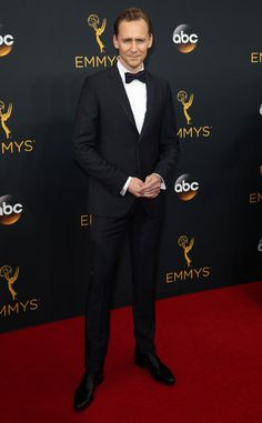 2016 Emmys: Tom Hiddleston is wearing a Gucci suit. Tom is incredibly handsome in his suit! Breathtakingly handsome