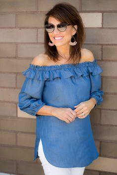 Chambray Off The Shoulder Top + White Jeans - Cyndi Spivey Fancy Tops, Dressy Tops, African Fashion Dresses, Fashion Outfits, Off The Shoulder Top Outfit, Cyndi Spivey, Fashion For Women Over 40, Spring Summer Fashion, Spring Style