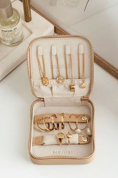 Organize jewelry when traveling