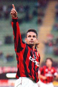 Dream Team Football, Best Football Players, Football Fans, Soccer Players, Roberto Baggio, Soccer Stars, Sports Stars, Milan Wallpaper, Milan Football