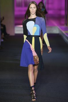 See all the Collection photos from Peter Pilotto Spring/Summer 2015 Ready-To-Wear now on British Vogue Colorful Fashion, Love Fashion, Fashion Models, Fashion Show, Fashion Design, Fashion Clothes, Looks Style, My Style, Peter Pilotto