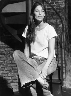 Jane Birkin in a tee, jeans, and simple necklace.