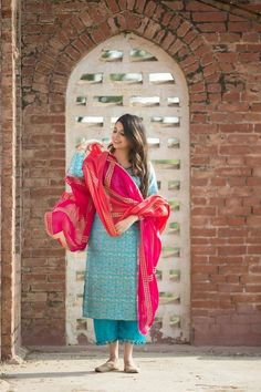 Best dress indian casual beautiful ideas dress white georgette indian outfit with attractive dupatta Simple Dress Casual, Casual Dress Outfits, Trendy Dresses, Simple Dresses, Nice Dresses, Indian Fashion Dresses, Dress Indian Style, Pakistani Dresses, Dress Fashion