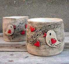 Keramický květník s ptáčkem zpěváčkem / Zboží prodejce ZARIA Slab Pottery, Ceramic Pottery, Pottery Barn, Ceramic Birds, Ceramic Mugs, Clay Mugs, Clay Tiles, Pottery Designs, Sculpture Clay