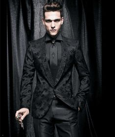 Men's Dinner Suits - Are you looking for a dinner suit this month? Gentlemen, it's time to ditch the traditional classic dinner suit or tuxedo. Mens Dinner Suits, Gothic Men, Gothic People, Goth Guys, Hommes Sexy, Gothic Wedding, Vampire Wedding, Geek Wedding, Medieval Wedding