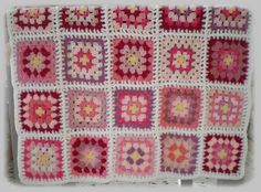 crochet roses | Couverture au crochet Rose : Linge de lit enfants par au-fil-cerdan ...