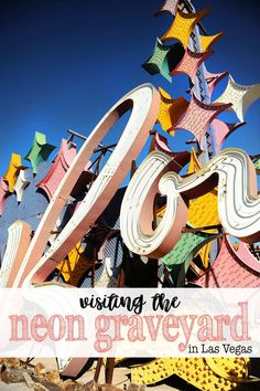Don't miss a chance to visit the Neon Museum and Boneyard, also known as the neon graveyard, next time you visit Las Vegas. The iconic neon signs that Las Vegas Sign, Las Vegas Vacation, Visit Las Vegas, North Las Vegas, Las Vegas Blvd, Usa Roadtrip, Travel Usa, Travel Tips, Death Valley