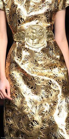 Dolce & Gabbana Spring 2014 Ready-to-Wear Collection - Vogue Dolce & Gabbana, Dolce And Gabbana Eyewear, Gold Fashion, Fashion Details, High Fashion, Fashion Show, Fashion Outfits, Fashion Design, Metallic Fashion