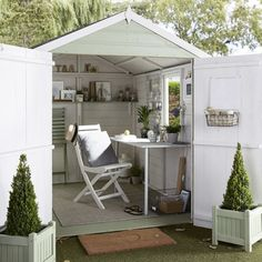 tips for creating a garden room Expert advice on designing a fabulous garden room from interior designer Julia Kendell.Expert advice on designing a fabulous garden room from interior designer Julia Kendell. Garden Shed Interiors, Summer House Interiors, Craft Shed, Diy Shed, Shed Office, Garden Office, Shiplap Sheds, Shed Makeover, Outdoor Office