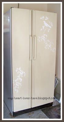My Heart Lives Here: My Nothing to Lose Refrigerator Makeover - with chalk paint! Cute Kitchen, Kitchen Decor, Kitchen Ideas, Refrigerator Makeover, Garage Organization Tips, Organizing Tips, Painted Fridge, Paint Furniture, Cozy Living