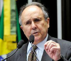 """Folha Política: """"Sem educação, Brasil será refém do Bolsa Família"""", diz Cristovam Buarque"""