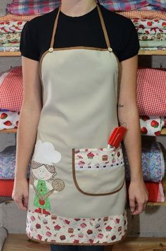 Avental com aplicação e bolso. - 3DFB96 Sewing Aprons, Sewing Rooms, Sewing Clothes, Sewing Hacks, Sewing Crafts, Sewing Projects, Jean Apron, Coin Couture, Apron Designs