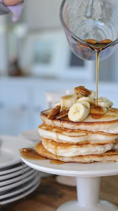 ove the presentation of the hotcakes on a pedestal cak… banana pecan pancakes. ove the presentation of the hotcakes on a pedestal cake plate. Pecan Pancakes, Waffles, Pancakes Easy, Banana Pancakes, Brunch Recipes, Breakfast Recipes, Pancake Recipes, Breakfast Desayunos, Breakfast Ideas