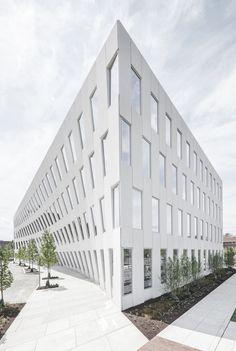 df1df4cd1a0 Galeria de O primeiro projeto de edifício de escritórios do BIG é  inaugurado na Filadélfia - 5