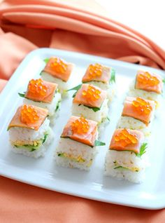 Smoked salmon oshizushi (pressed sushi) made using a milk carton as the mold. Try it for parties. Japanese Food Sushi, Japanese Dishes, Sushi Recipes, Asian Recipes, Ethnic Recipes, Sushi Love, Sushi Party, Salmon Sushi, Party Dishes