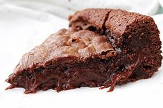 Kladdkaka is the most popular chocolatey dessert in Sweden that will take your breath away! So gooey, so easy, and really delicious! It takes just 30 minutes to make and it has just 6 simple ingredients. Here is the recipe: Sweet Recipes, Cake Recipes, Dessert Recipes, Yummy Treats, Delicious Desserts, Desserts To Make, Food Cakes, Something Sweet, Kitchens