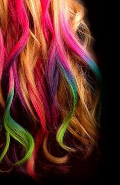 I want to do this to my hair.maybe-Dip Dye Hair- I would use chalk pastels for this, if only my hair didn't suck up even temporary color as permanent. Apparently hairspray will set it pretty nicely. Ombré Hair, Hair Dos, Dye Hair, Blonde Hair, Curls Hair, Brunette Hair, Diy Hairstyles, Pretty Hairstyles, Wedding Hairstyles