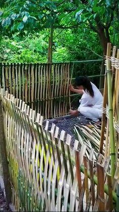 Bamboo Garden Fences, Garden Gates, Bamboo Fencing Ideas, Bamboo Garden Ideas, Bamboo Privacy Fence, Bamboo Ideas, Tropical Garden, Bali Garden, Log Fence