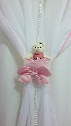 Mini Ursas Bailarinas com 14cm de altura usadas como adorno na cortina e protetor de berço