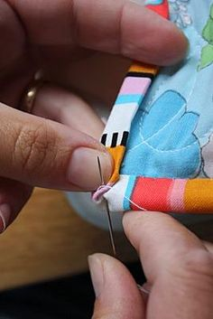 Sewing 101 - tutorials on basic techniques like piping, bias, ruffles, zippers, etc..