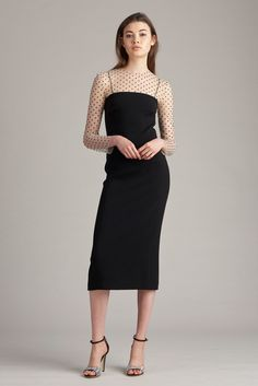 See the complete Monique Lhuillier Resort 2018 collection.
