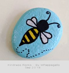 Stone Art Painting, Bee Painting, Pebble Painting, Pebble Art, Painted Rock Animals, Painted Rocks Craft, Hand Painted Rocks, Rock Painting Patterns, Rock Painting Ideas Easy