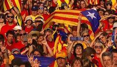 El cant dels 'Segadors' en la culminació de la V de la Diada - vilaweb.cat, 11.09.2014. Centenars de milers de manifestants han desbordat el centre de Barcelona i han unit es tres escenaris principals a través de l'avinguda Diagonal i de la Gran Via de les Corts Catalanes, formant la 'V' i pintant-la amb els colors de la senyera de les samarretes grogues i vermelles. Un cop formada la 'V', i un cop fets els discursos, un miler de cantaires de corals catalanes han interpretat els 'Segadors'.