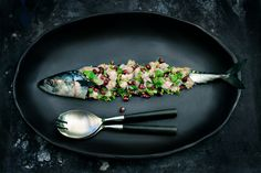 Fresh mackerel with pomegranate and toasted sesame seeds Ceviche, Pomegranate Recipes, Grenade, Go For It, Toasted Sesame Seeds, Happy Foods, Fish And Seafood, Starters, Korn