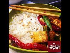 Tofu con curry rojo y pasta de arroz -sin gluten