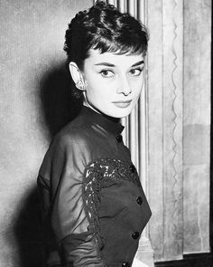 "655 отметок «Нравится», 4 комментариев — Audrey Hepburn Tribute (@audreyhepburntribute) в Instagram: «Audrey Hepburn looking beautiful during a photoshoot right after ""Sabrina"" 1954. #AudreyHepburn…»"