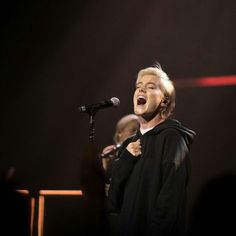 Taya Smith of Hillsong UNITED 2018 #tayasmith #hillsong Hillsong United, South Wales, Taya Smith, Worship Leader, Make Sense, Sociology, Anthropology, French Fashion, Foto E Video
