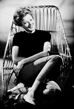 Maggie Smith, photographed for the Rank Organisation in the English Actresses, British Actresses, Actors & Actresses, Maggie Smith Young, Companion Of Honour, Famous Women, Queen Elizabeth Ii, Downton Abbey, Hollywood