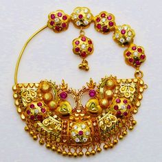 Beautiful Bridal Stylish Nose Ring with Long Chain Style - Fashion Beauty Mehndi Jewellery Blouse Design Antique Jewellery Designs, Gold Ring Designs, Gold Earrings Designs, Gold Jewellery Design, Jewellery Shop Near Me, Jewelry Shop, Jewelry Accessories, Engagement Ring Platter, Bridal Nose Ring