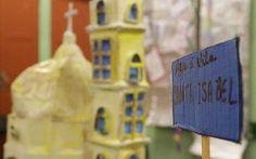 Miniatura do Santuário Santa Isabel Rainha, Vila Santa Isabel, na Feira Cultural da EMEF Bartolomeu Lourenço de Gusmão (2015) Foto: Rogério de Moura
