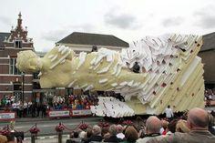 Flower covered float from Zundert's Bloemen Corso