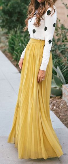 street style / polka dot + yellow maxi skirt - love the oversize dots and full length floaty yellow look! Fashion Mode, Modest Fashion, Love Fashion, Fashion Beauty, Autumn Fashion, Womens Fashion, Trendy Fashion, Color Fashion, Skirt Fashion